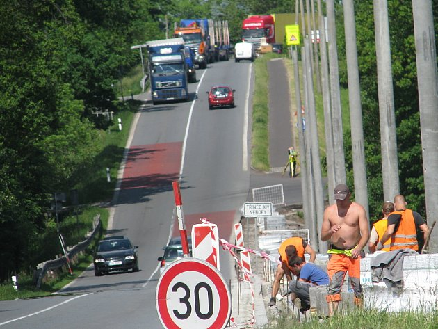 Silnice I/11 na Třinecku. Ilustrační snímek.