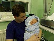Sebastián Tomeček s tatínkem, Jablunkov, nar. 30.11., 52 cm, 3,67 kg, Nemocnice Třinec.