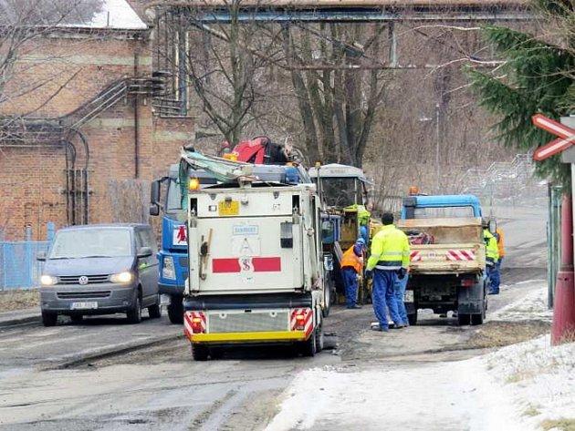 Nohu z plynu museli 18. března sundat řidiči projíždějící ulicí Resslova.