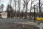 Místo, kde stával vypálený dřevěný kostelík v Gutech.