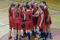 Frýdecko-místecké basketbalistky po vítězném zápase v Ostravě.