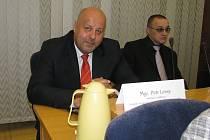 Petr Lessy na jednání zastupitelstva.