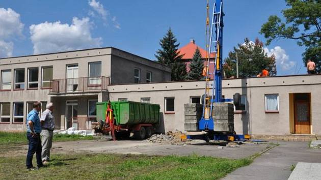 Stavební práce na mateřské škole v Bezručově ulici v Jablunkově.