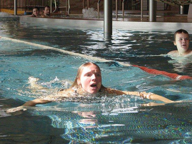 Ve frýdecko-místeckém krytém Aquaparku Olešná o víkendu vyvrcholil Vodní týden, který souvisel se Světovým dnem vody. Na snímku plavecká štafeta.