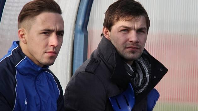 Michal Šrom (vpravo) si i v těchto dnech udělá čas na své bývalé spoluhráče. Naposledy je sledoval při utkání zimního turnaje Tipsport liga.