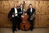 Akustické Lam Trio s hudbou třicátých a čtyřicátých let minulého století vystoupí neděli 26. července odpoledne v Sadech Bedřicha Smetany.