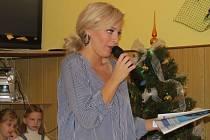 Také v Komorní Lhotce se zapojili do celorepublikové akce Česko zpívá koledy. Pozvání Deníku přijala i zpěvačka Markéta Konvičková