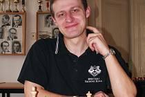 V bojích o postup na republikové mistrovství vedl své svěřence Stanislav Jasný, který navíc patří k oporám extraligového celku Frýdku-Místku.