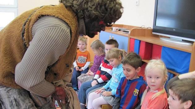 Pondělní nadílka Mikuláše v mateřské škole ve Frýdku-Místku.