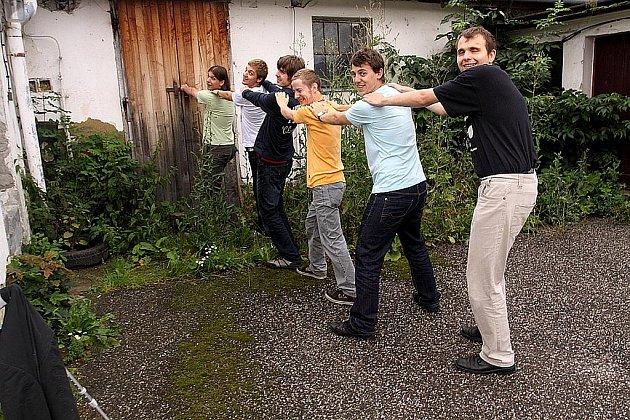 Skupina Behind the Door v září vydává druhou desku s názvem KeyNotes.