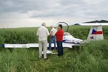 Letoun po nouzovém přistání.