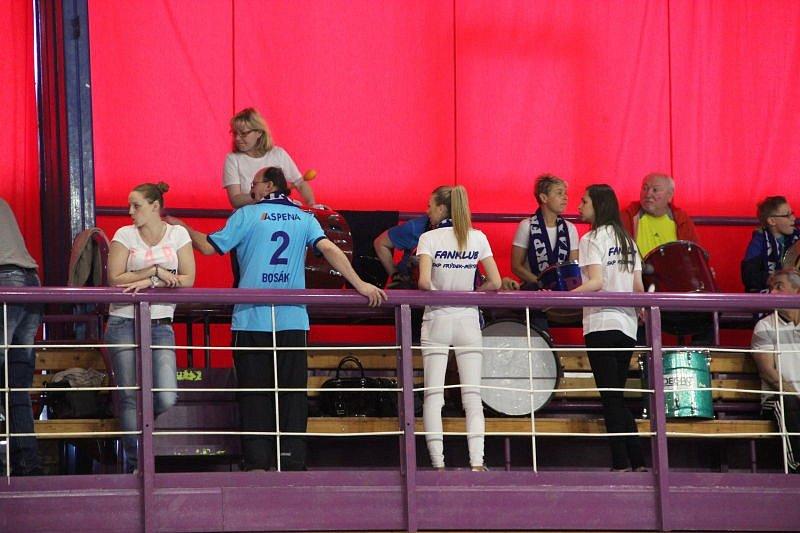 Házenkáři Hranic (v modrém) ve čtvrtfinále play-off proti Frýdku-Místku.