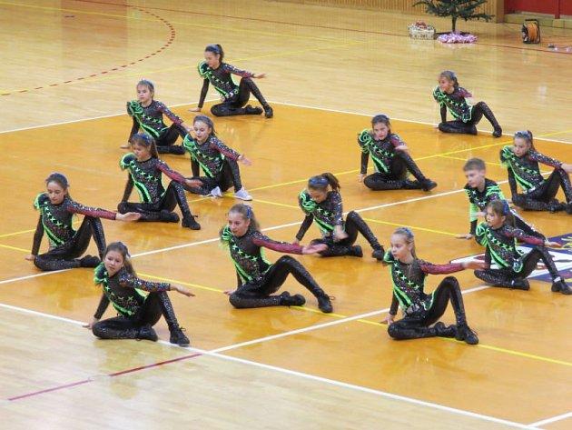 Frýdecko-místecká taneční skupina Aktiv, která působí pod Střediskem volného času Klíč, uspořádala v sobotu vpodvečer vánoční show v hale u 6. základní školy ve Frýdku-Místku.