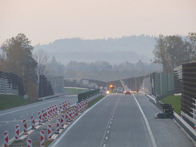 Plánované spuštění provozu na obchvatu Třince se v úterý v 18 hodin nezdařilo.