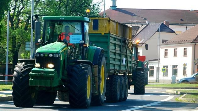 Vedro trápilo až do středy například traktoristy, kteří museli v kabině trávit řadu hodin. Zemědělci dobře vědí, že v extrémních teplotách trpěla i zvířata. Ilustrační foto.
