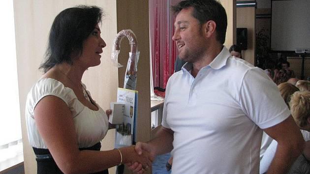 Věra Palkovská a Radim Turek na archivním snímku. Turek, který radnici kritizuje, si nyní vyžádal seznam všech městských investic za poslední čtyři roky.