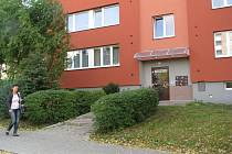 Garáže a sklepy v panelových domech na Bruzovské ulici ve Frýdku přitahují v poslední době zloděje.