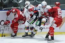 Hokejisté Třince (v červeném) rozjíždějí play off.