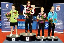 Celkem dvě medaile si přivezla domů z Mistrovství České republiky frýdlantská stolní tenistka Karin Adámková (na stupních vítězů je druhá zprava).