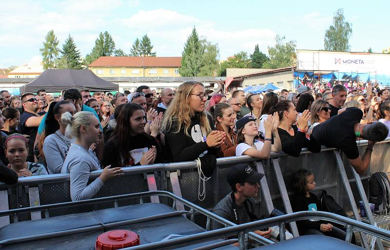 Festival FM City Fest v industriální prostřední bývalých textilních závodů Slezan ve Frýdku-Místku, září 2021.