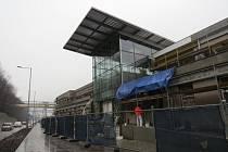 Jen necelé tři týdny mají stavbaři na to, aby dokončili práce na přestupním terminálu v Třinci. Už dříve se smluvně zavázali k tomu, že dílo bude hotové k 31. březnu.