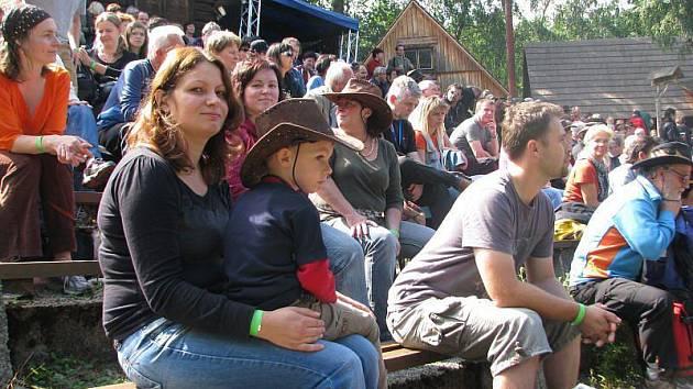Festival na pomezí v Dolní Lomné.
