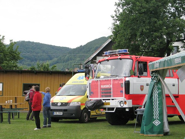 Sbor dobrovolných hasičů z Kozlovic oslavil v sobotu 30. května sto let od svého založení.
