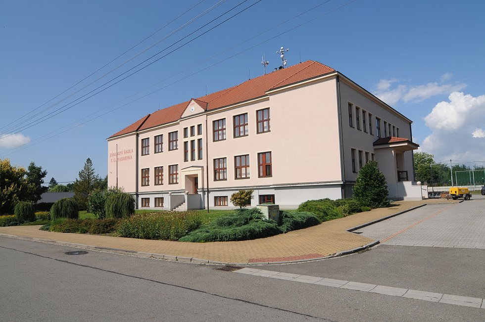 Základní škola v Krmelíně.