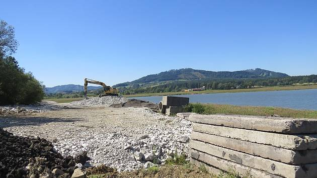 Stavební úpravy na přehradě Olešná.