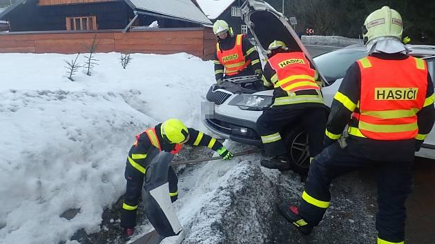 Nehoda pěti vozidel u Starých Hamrů.
