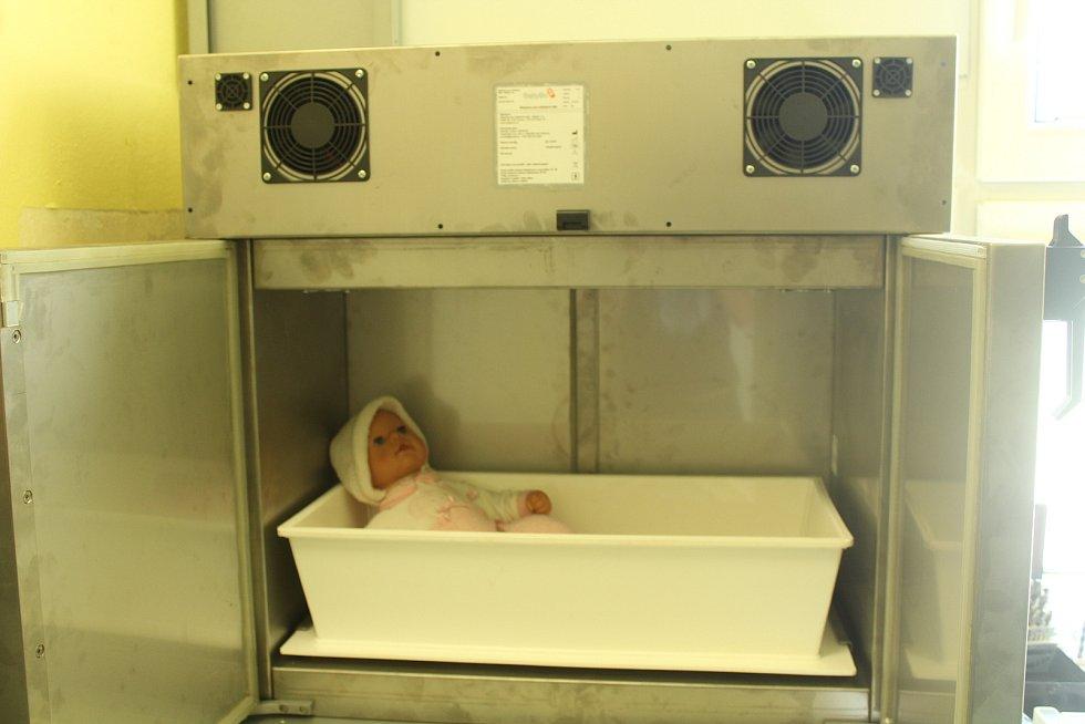 Po jedenácti letech byla ve frýdecko-místecké nemocnici provedena výměna babyboxu za novější typ.