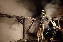 Požár přístavku v Bašce.