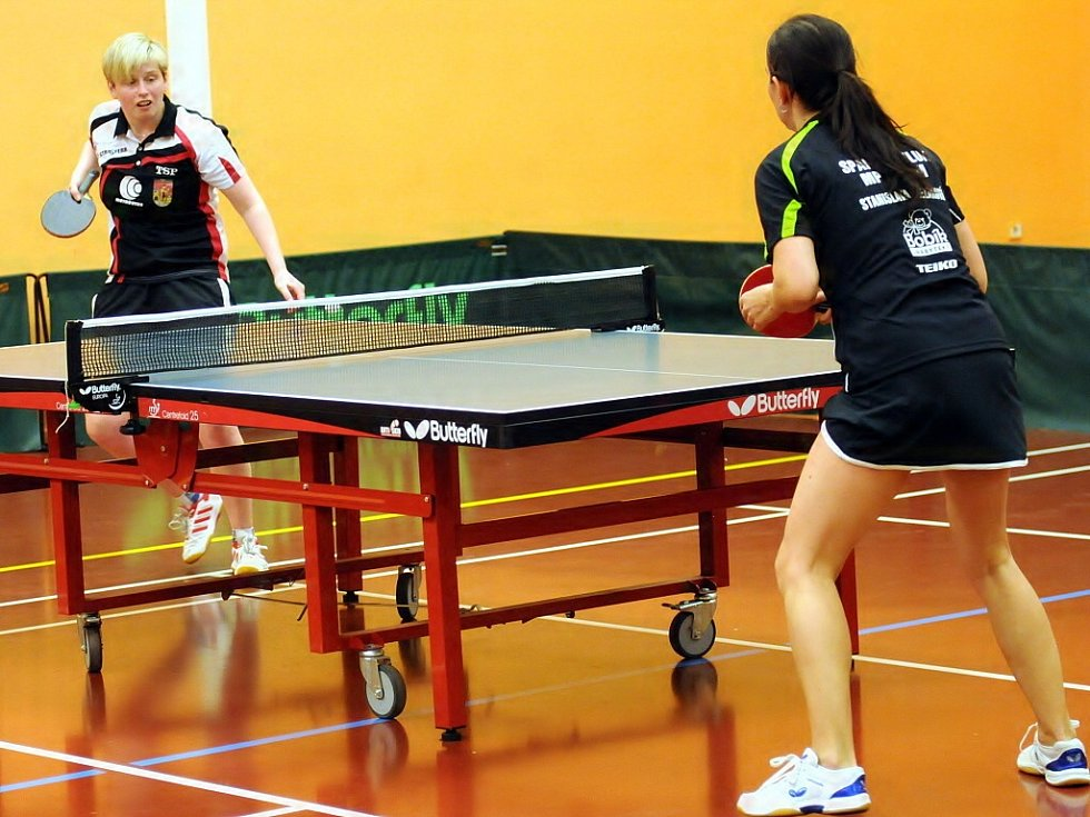 Frýdlantské stolní tenistky porazily Hluk dvakrát 5:0 a snadno postoupily do semifinále extraligové soutěže.