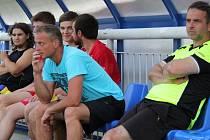 Novým trenérem fotbalistů Sedlišť se stal Ivo Valas (uprostřed v předklonu).