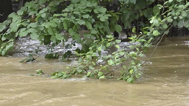 Rozvodněná řeka.