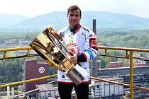 Jiří Polanský si v poslední sezoně užil chvíle s mistrovským pohárem a díky tomuto úspěchu mohou Oceláři letos startovat opět v Lize mistrů.
