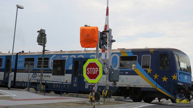 Železniční přejezd ve Stříteži na frekventované silnici z Hnojníku do Třince bude bezpečnější.