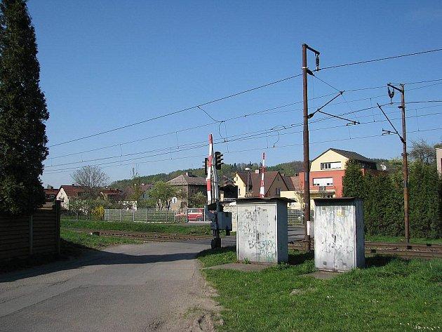 Muž zemřel po srážce s vlakem poblíž tohoto železničního přejezdu.