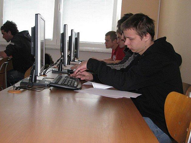 SPŠ ve Frýdku-Místku v sobotu hostila soutěž v kreslení výkresové dokumentace elektronicky.