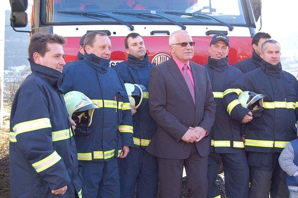 Členové SDH Guty se vyfotili sprezidentem Václavem Klausem