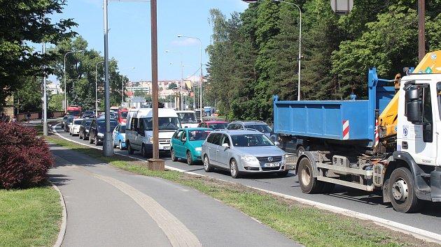 Doprava ve Frýdku-Místku v pátek odpoledne zkolabovala. Na snímku silnice I/48 ve směru na Příbor.