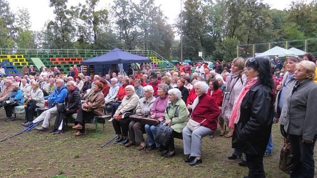 Na osmý ročník Dne pro seniory přišlo několik stovek lidí.