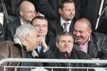 Pavol Lukša je v civilu velký fotbalový fanoušek. Nenechal si, podobně jako dalších deset tisíc diváků, uniknout ani fotbalové derby, kdy se po jednatřicetiletech na Stovkách znovu utkaly týmy Sparty a Frýdku-Místku.