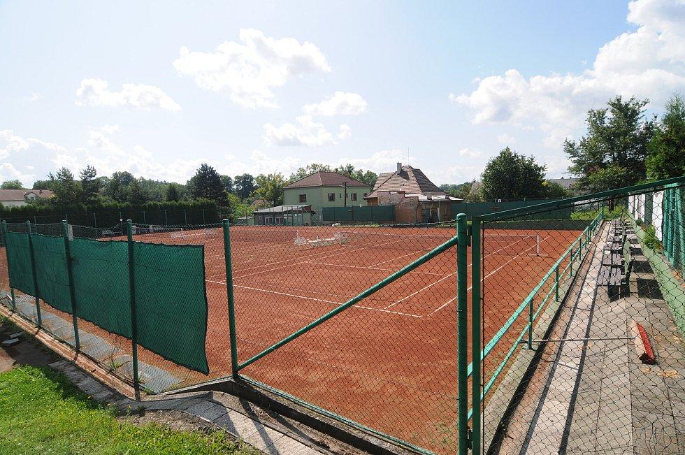 Tenisové  kurty v Krmelíně.