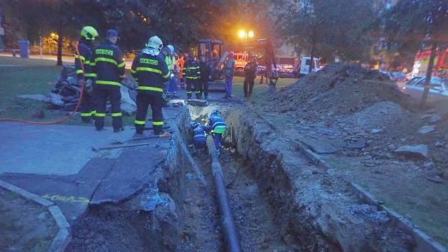 Hasiči ve Frýdku-Místku evakuovali obyvatele sídliště. Unikal plyn.