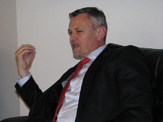Generální ředitel ŘSD Alfred Brunclík přijel ve středu do Třince. Hovořilo se o nové silnici I/11, stavba prvního ze tří úseků by podle něj mohla odstartovat za rok a půl.