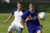Fotbalisté Brušperku (modré dresy) hostili Starou Bělou.