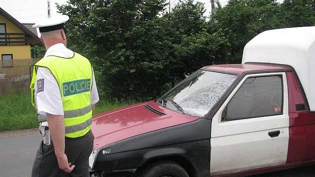 Vůz, který v červenci ve Sviadnově usmrtil 45letou chodkyni. Jeho řidič kvůli únavě usnul, vjel do protisměru a poté i na chodník.