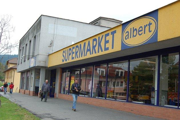 V centru Jablunkova je prodejna Albert, o několik desítek metrů dál je i Penny Market. Nyní se chystá výstavba obchodního centra na kraji města. Proti tomu se část obyvatel postavila v petici.Ilustrační snímek.