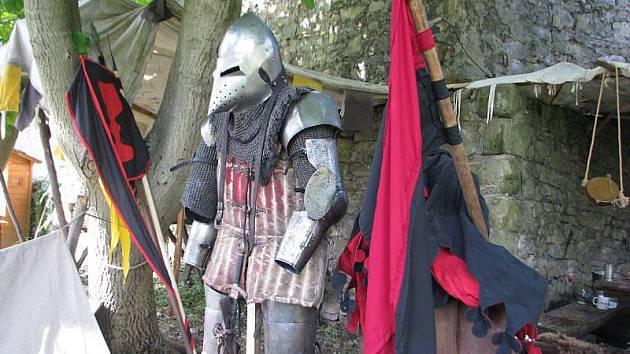 Rytíři z celé republiky dorazili v pátek na hukvaldský hrad, kde postavili v ležení. V sobotu na ně čekaly husitské války.